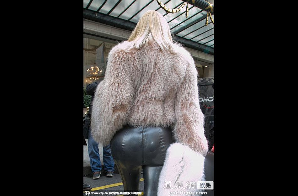 美国名媛高清情趣裤现身巴黎街头[黑纱大图]裤紧身皮草图片