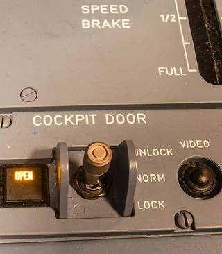 但黑匣子的舱音数据记录仪找到,最后被迅速证实是可能性最小的意外