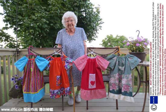 图片故事:美国99岁老太每天为非洲女童缝裙子