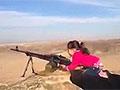 实拍伊拉克女童扫射 声称杀了400名IS分子