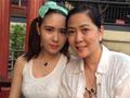 55岁沈丹萍一家同游 18岁混血女儿漂亮
