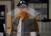 毕福剑身着黑色皮衣低调现身 网友质疑拍摄时间
