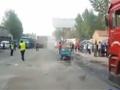 现场:女童乘车被甩出遭后方大卡车碾压身亡