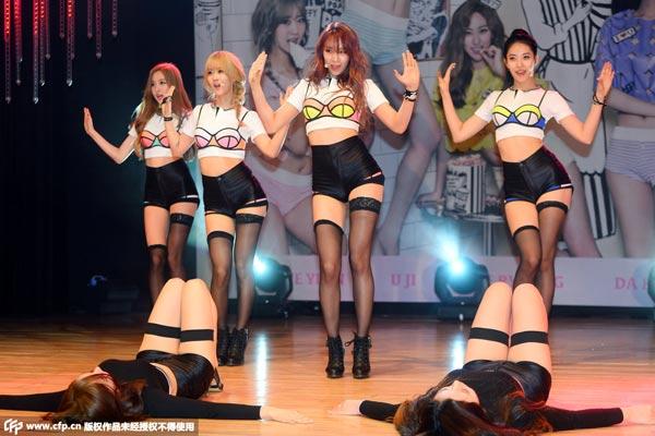 韩国女子组合bestie在台上热舞