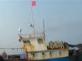 实拍中国海警夹击偷捕红珊瑚渔船 强行登船