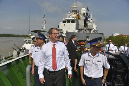 美防长登越南海警船 该舰曾挑衅中方