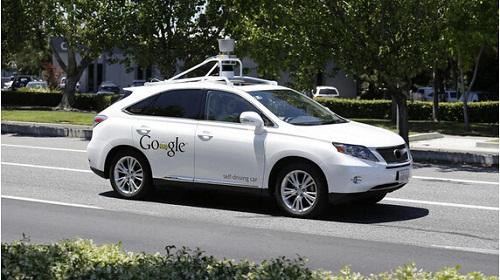 两辆无人驾驶汽车差点相撞 谷歌说离得远呢高清图片