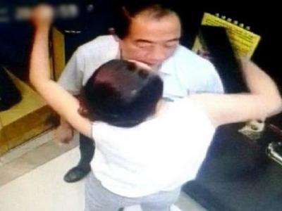 官员酒店暧昧搂抱女子 20秒不雅视频监控流出
