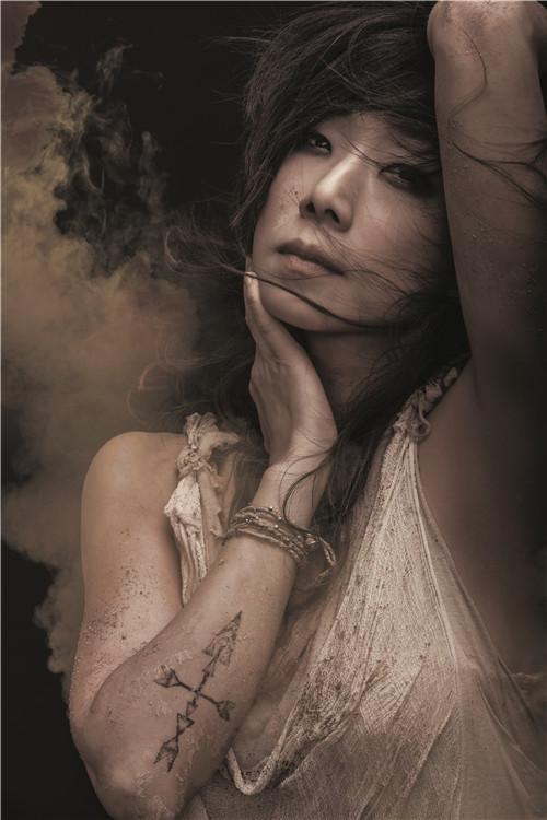女声平明致爱蒲月天气势惊人 林忆莲翻唱惊艳歌迷