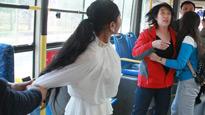 湖北女子中途下公交遭拒 叫人狂殴司机乘客