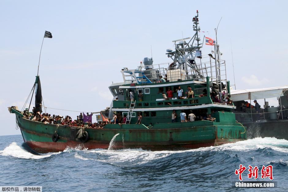 坚决不接收来自缅甸和孟加拉国的难民船.当地时间2015年5月16