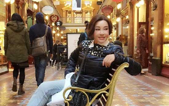刘晓庆图片一件不穿-刘晓庆晒近照皮肤紧绷 遭吐槽 每张表情都一样