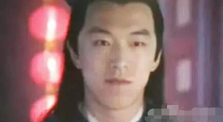 旧相片-黄渤少年时期照片曝光 五官清秀图片