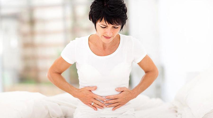如卵巢过度刺激综合征(OHSS),这是人体对促排卵药物产生的过度反应,其严重症状的发生率约在0.4%-2%之间。OHSS的主要症状是胸腹积水、卵巢囊性增大,同时还可能有脱水、血液的高凝状态(容易形成血栓)、肾衰竭、中风等严重的后果。