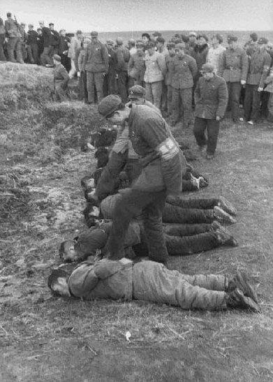 革时期批斗以及处决犯人的场景.图为文革中处决犯人.-文革旧照 图片