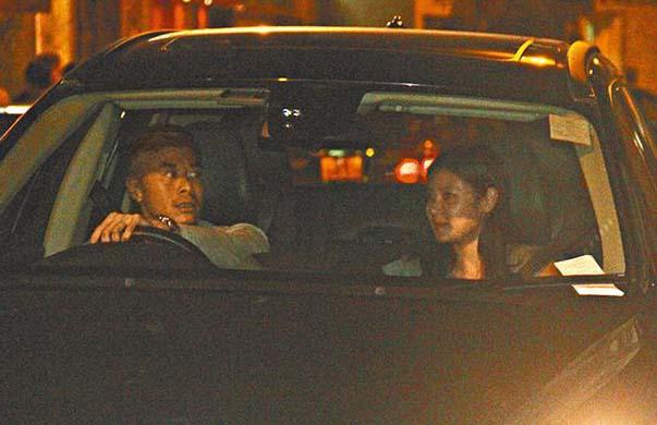 【最新爆料!】黎明前妻夜會神秘男 兩人在豪車內被偷拍(圖)