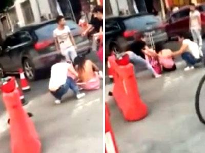 实拍少女遭两女子扒衣暴打:她偷我老公