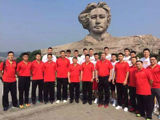 男篮夺冠后教练组参观毛泽东故居 宫导:感谢主席|中国男篮|宫鲁鸣