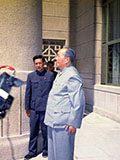 """毛泽东如何答记者""""刘少奇之后谁是接班人"""""""