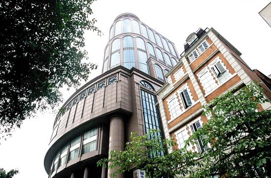 新中国大厦背后资金黑洞 主角在香港遥控一切