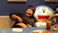 海清与老师黄磊玩太嗨 竟然撩衣露肚皮