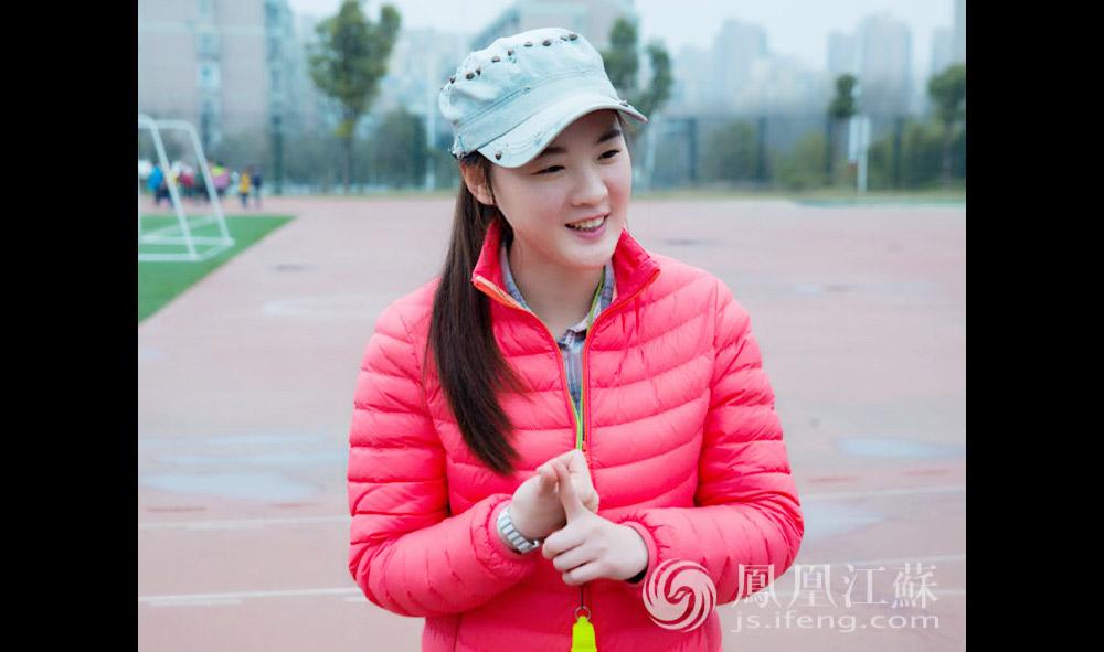 王倩是一名小学体育老师,1991年出生的她已经工作两年了。王倩说自己从小就运动细胞特别发达,高考顺理成章地考上了南京体育学院。(汪霞/文 毛寿皓/摄)