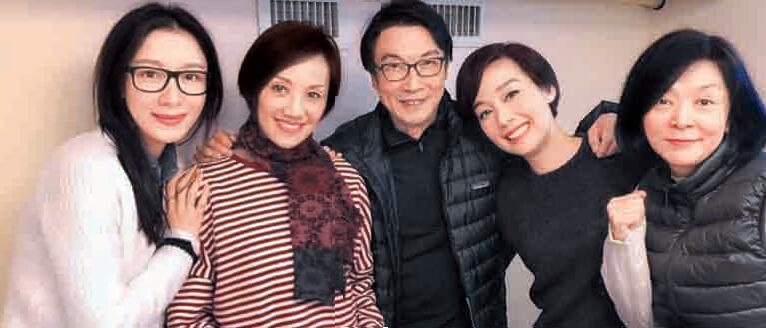 """[明星爆料]55岁""""小龙女""""陈玉莲素颜现身:仙气足 容光焕发(图)"""