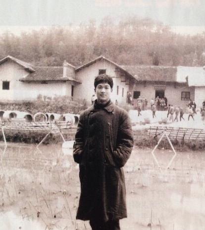 [明星爆料]张国立18岁时也是小鲜肉 姚晨赞他貌胜潘安