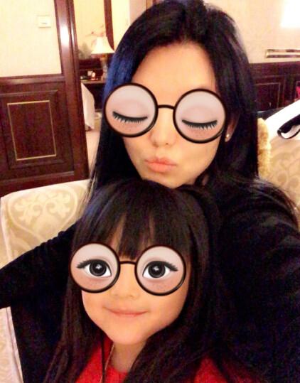 [明星爆料]李湘庆40岁生日 一家三口晒有爱合影