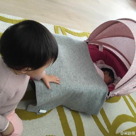 [明星爆料]梁咏琪混血女儿快一岁了 见小Baby当场呆住