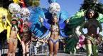 法国尼斯狂欢节盛大开幕 上演华美游行秀