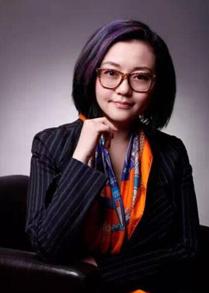[明星爆料]王刚37岁女儿近照曝光 一头短发显利落(图)