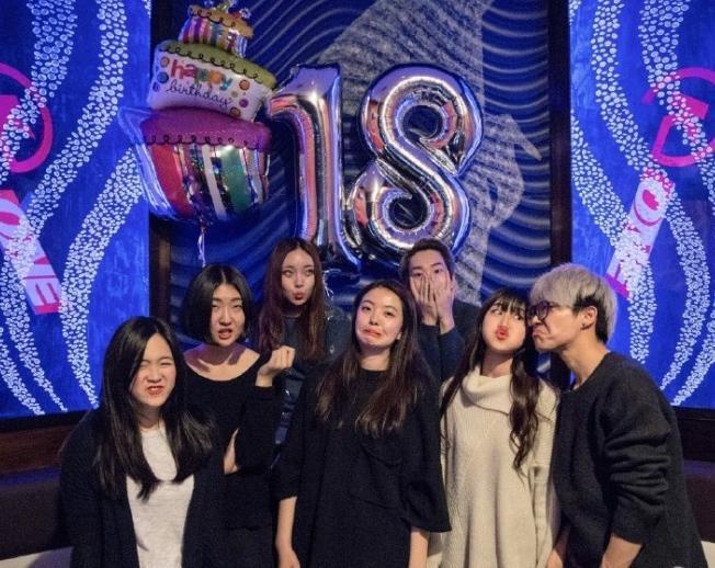 [明星爆料]王中磊女儿办18岁生日趴 黑丝大长腿抢镜(图)