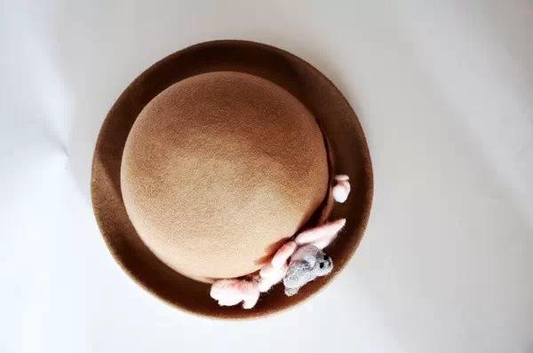 传承者丨她把梦想、创造和自由都缝在帽子上