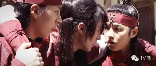 《太阳的后裔》宋仲基撩妹 三千二百式招招击中