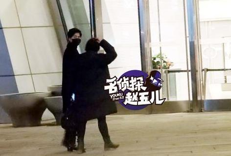 [明星爆料]杨洋穿可爱卫衣犹如大学生 豪车接送待遇高