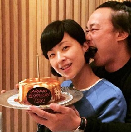 [明星爆料]徐濠萦庆42岁生日 一脸甜蜜靠在陈奕迅怀里