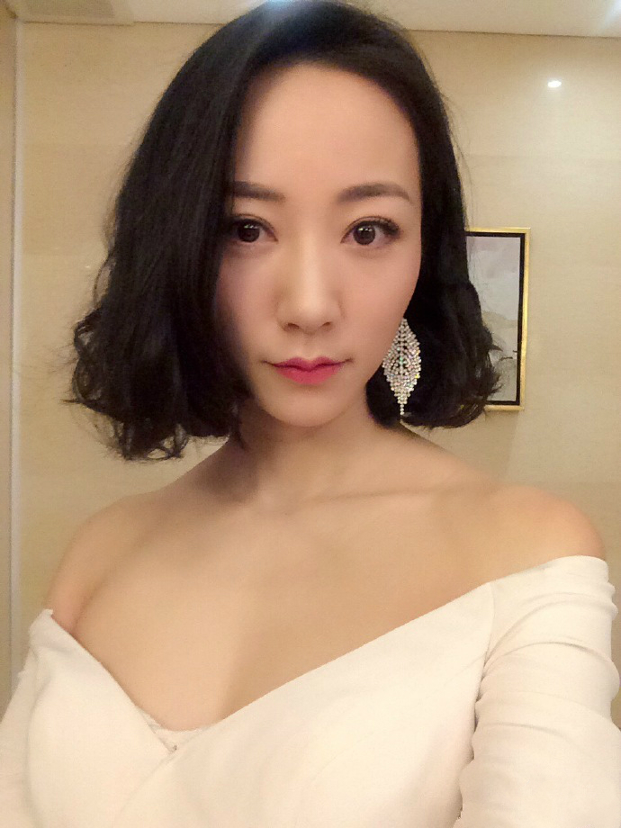 韩雪露香肩秀事业线 短发气质优雅撩人(图)