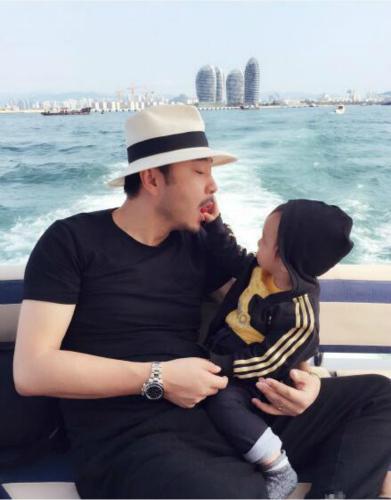 """[明星爆料]汪涵生日女儿亲手喂食超甜蜜 杨乐乐赞其""""中国好爸爸"""""""