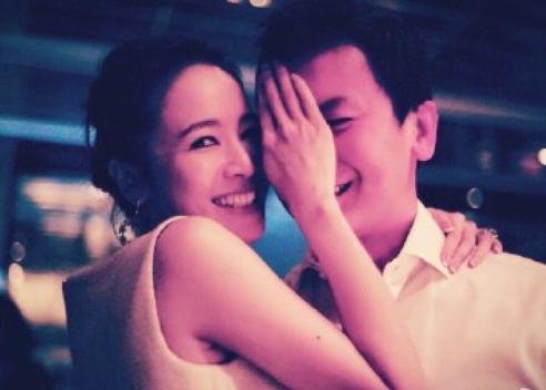 [明星爆料]结婚五周年!侯佩岑罕有晒丈夫半边面:谢谢你娶我