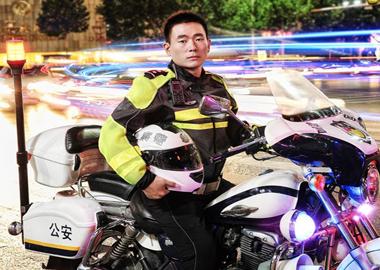 潍坊交警:在下个路口等你