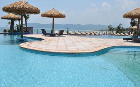 十里银滩游泳池