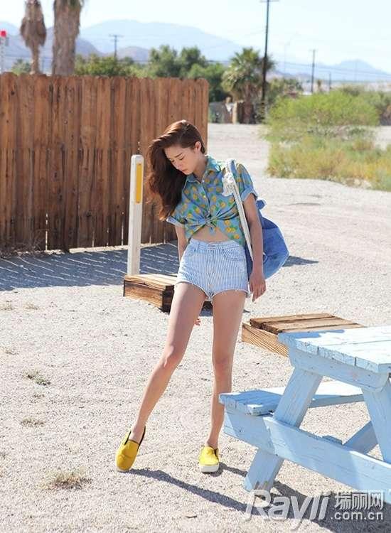 时尚水果图案系带衬衫搭配条纹短裤