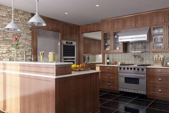 欧式古典风格厨房设计图赏 厨房中间的岛型吧台很好的将厨房与餐厅之间划分了区域,而厨房的本体则呈现的是一种简约之美,整洁的厨房带给你的不仅仅是美食,也是视觉上的美丽。 通过欣赏上面的欧式古典风格厨房设计图赏,是不是感觉每一款设计都非常地赏心悦目呢?没错,欧式古典风格的厨房不仅能给你带来田园般的自然享受,还能让你每天都保持好心情哦。不信?