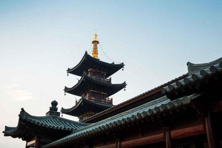 一座四方五层的唐风木结构楼阁式佛塔