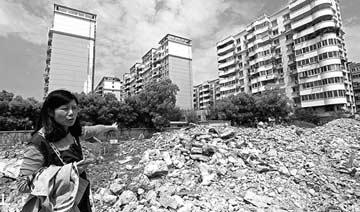 武汉一栋别墅莫名被拆除 女业主回家被惊呆