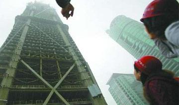 """深圳最高楼""""四天盖一层"""" 人在其中感觉楼在摇晃"""