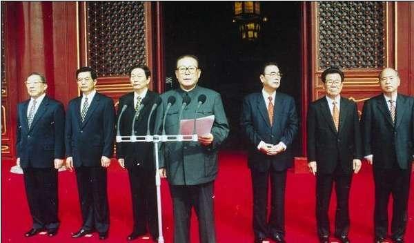 为总书记的党和国家领导集体在国庆50周年庆典现场.-历届中共中央图片