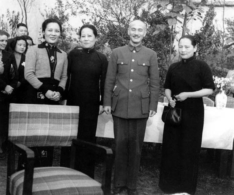 揭秘蒋介石宁蒋经国客死苏联也不愿意交换的苏共间谍 - 雷石梦 - 雷石梦(观新闻)