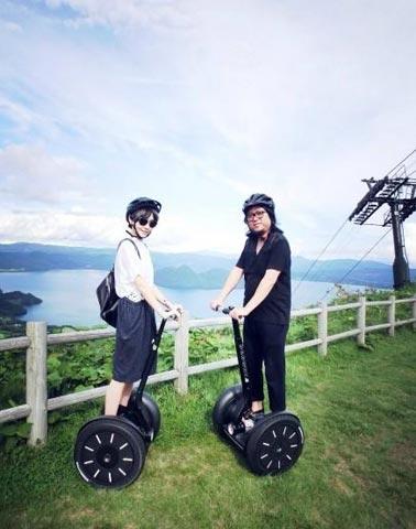 高晓松与小19岁娇妻甜蜜日本游(图)